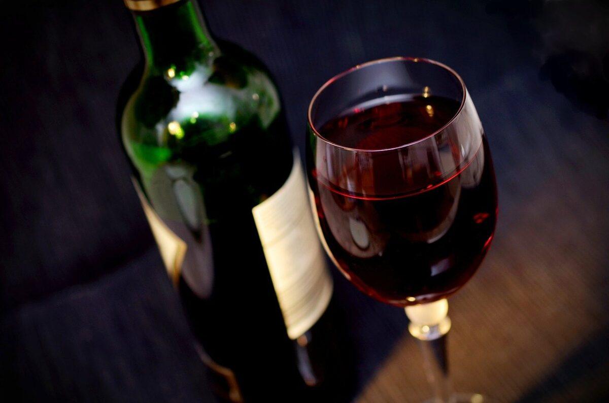 ワイン好き芸能人・有名人8名とおすすめのワインを紹介!【2021年】